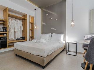 NEW Thalia Suite- Jacuzzi & Free Breakfast