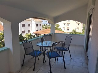 Lopar Apartment Sleeps 6 with Air Con - 5470186