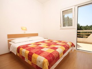 Bozava Apartment Sleeps 3 with Air Con - 5467936