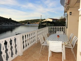 Vis Apartment Sleeps 8 with WiFi - 5460725