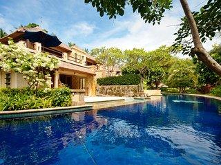 Luxury 1 Bedroom Lagoon Pool Private Jacuzzi with Breakfast
