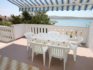 Kustici Apartment Sleeps 5 with Air Con and WiFi - 5465794