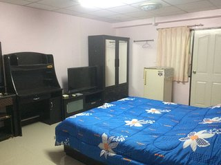 Bang Kho Laem Apartment Sleeps 2 with Air Con and WiFi - 5711611