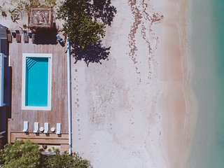 THE BEACH. THE HOME ESCAPE. Concierge House keeping Transfers Chef Pool Boat.