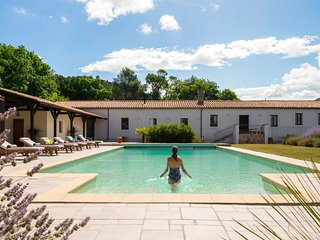THE WINE STORE. THE HOME ESCAPE. POOL. TENNIS COURT. BBQ. BEAUTIFUL VALLEY.