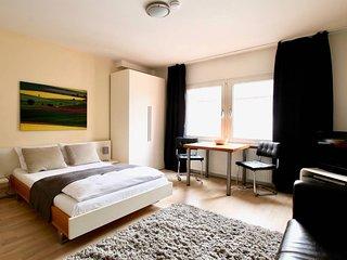 Bis-4444 . Zentrales Apartment im Belgischen Viertel