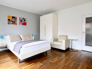 Pan-3131 . Modern Apartment, quiet location in the city