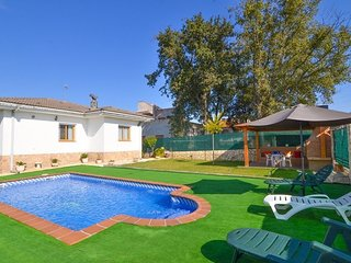 Franciac Villa Sleeps 6 with Pool and Free WiFi - 5509159