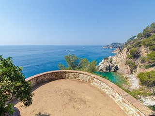Blanes Villa Sleeps 8 with Pool and Free WiFi - 5512984