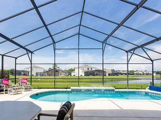 Amazing - Lakeside Orlando Pool Home! (Pool Heat included from Nov 1  to Mar 31)