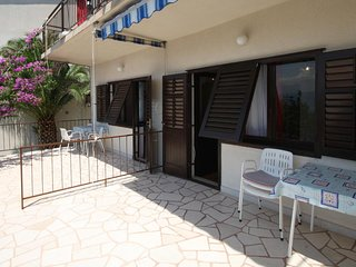 Carevici Apartment Sleeps 8 with Air Con - 5761818
