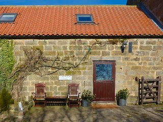 DAFFODIL COTTAGE, pet friendly, character holiday cottage, with a woodburner