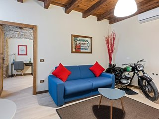 Spacious apartment w/ WiFi, two blocks to the Lake Garda promenade!