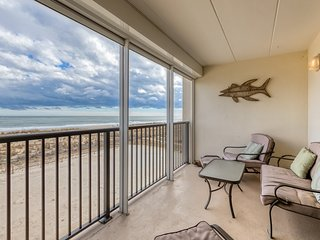 Family-friendly oceanfront condo w/private balcony-striking views!