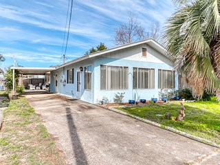 Friendly home in a quiet neighborhood, full kitchen, and two blocks to the beach