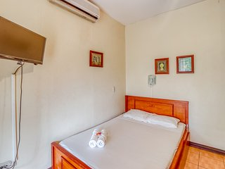 Cozy Hotel with great location! A/C and shared pool, close to the beach