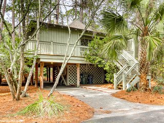 Cabin in the maritime forest w/ a shared pool & golf on-site! Walk to the beach!