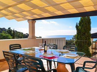 Tossa de Mar Villa Sleeps 6 with Pool and Free WiFi - 5573528