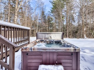 Multi-level cozy home with hot tub, fireplace, deck, gas grill, and jetted tub