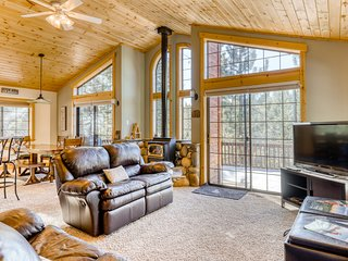 Family-friendly getaway w/ gas fireplace; close to Rec Center and golf course!