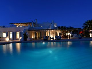 Paros Villa Sleeps 12 with Pool and Air Con - 5714110