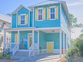 New luxury Gulf-view home, walk to the beach, shared pool, gated community!