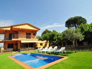 Tordera Villa Sleeps 12 with Pool and Free WiFi - 5508960