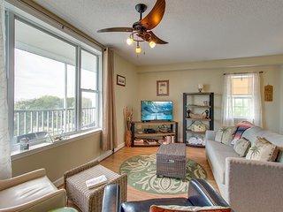 Third-floor condo with river views & community pool/dock - near the beach!