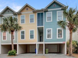 Three-story villa w/ deck & community pool - walk downtown/to the beach!