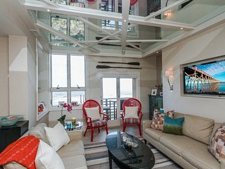Fourth Floor Penthouse villa w/ ocean views—steps from the beach and near park!