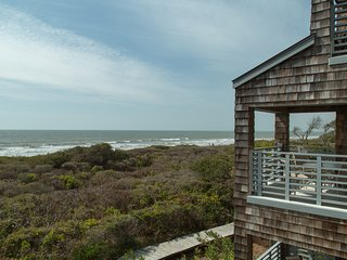 Second floor oceanfront villa with covered deck – only steps to the beach/park!