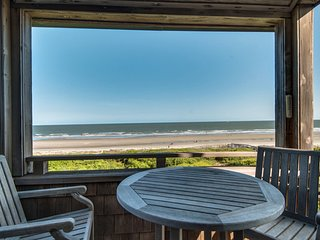 Second floor oceanfront villa with deck & full kitchen super close to the beach!