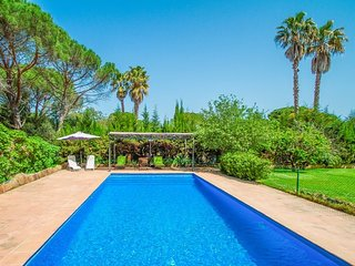 Solius Villa Sleeps 6 with Pool and Free WiFi - 5571722