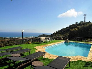 Sant Genis de Palafolls Villa Sleeps 8 with Pool Air Con and Free WiFi - 5509259