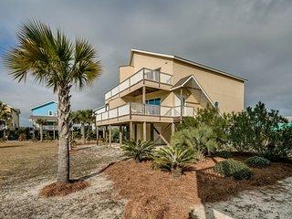 Family-friendly getaway w/ an outdoor pool, outdoor shower,  & beach access!