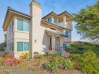 Coastal Oceano House w/ free WiFi & Ping-Pong - steps from the beach and dunes!