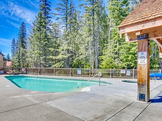 Comfortable home w/great Govt. Camp location & shared pool, hot tub, & sauna!