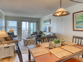 Cute and cozy condo with ocean view and close to many attractions!
