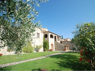 Villa Montesoli Farmhouse Sleeps 4 with Pool and WiFi - 5711133