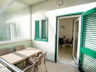 Promajna Apartment Sleeps 4 with Air Con and WiFi - 5696543