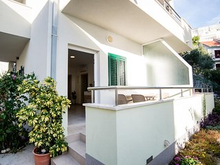 Promajna Apartment Sleeps 4 with Air Con and WiFi - 5696542