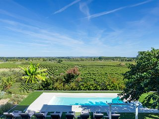 Saint-Meme-les-Carrieres Villa Sleeps 16 - 5696369