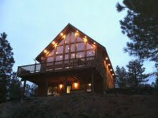 Private Log & Timber Framed Lodge on 30 Acres, Close to the Lakes!, holiday rental in Cheney