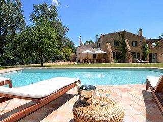 San Sadurni Villa Sleeps 16 with Pool and Free WiFi - 5509372