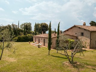 Camigliano Villa Sleeps 12 with Pool Air Con and WiFi - 5696019