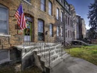 D-L-2 Historical Pullman - furnished apartments 2 Bdrm