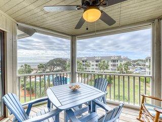 Beautiful top floor villa w/shared pool, basketball court, and ocean views!