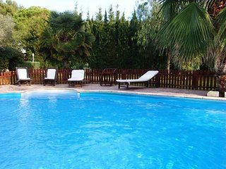Calafell Villa Sleeps 6 with Pool Air Con and Free WiFi - 5570189