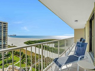 Alluring beachfront condo w/ heated pool & majestic ocean views