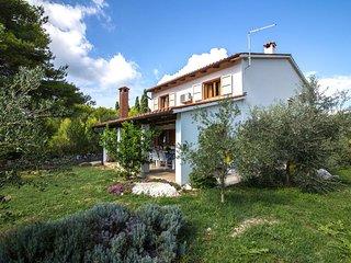 Dobropoljana Holiday Home Sleeps 6 with Air Con and WiFi - 5629000